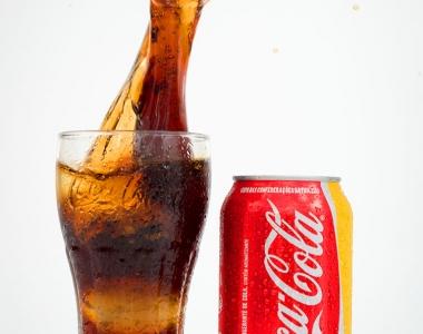 Coca-Cola lata – splash gelo
